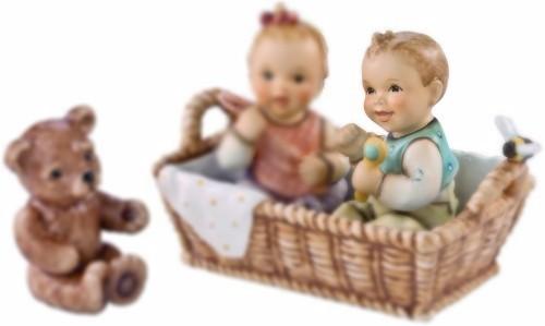 Delige set baby jongen in mandje beertje peter s hummel home